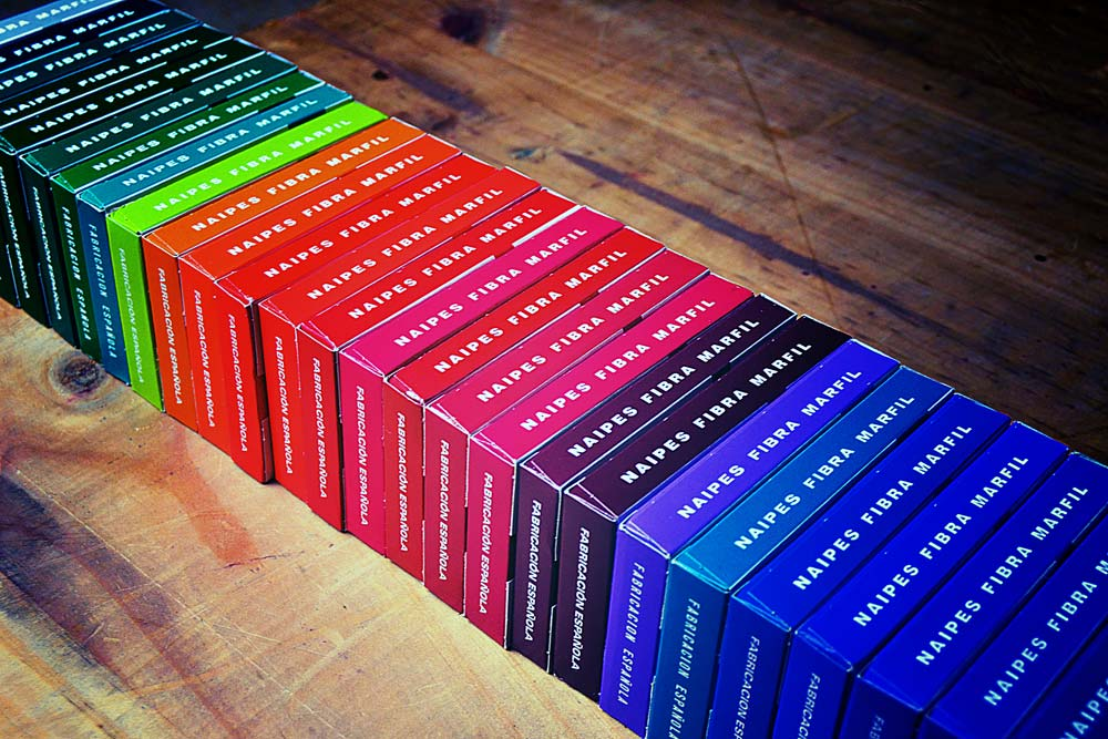 Spanish poker card colour cases detail