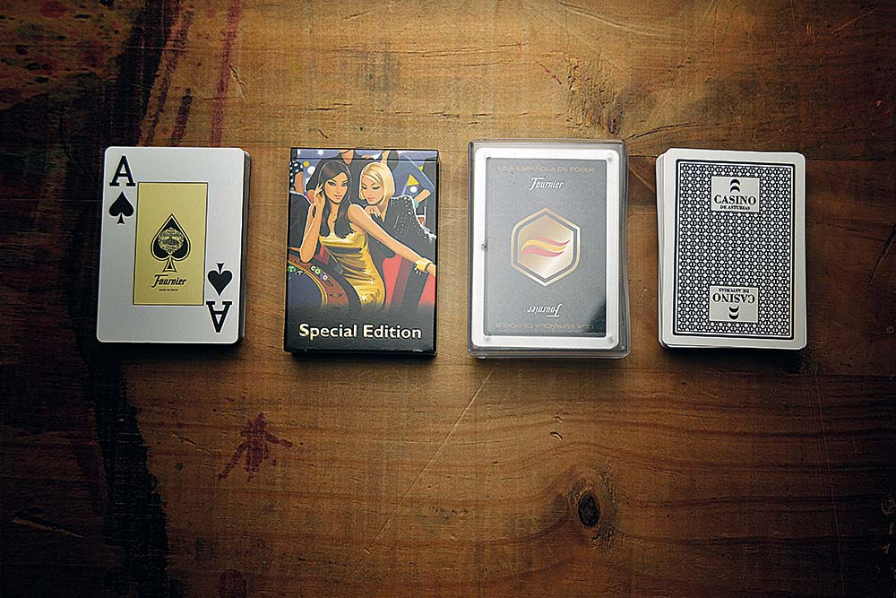 Poker plastic card decks, case types, zenithal view
